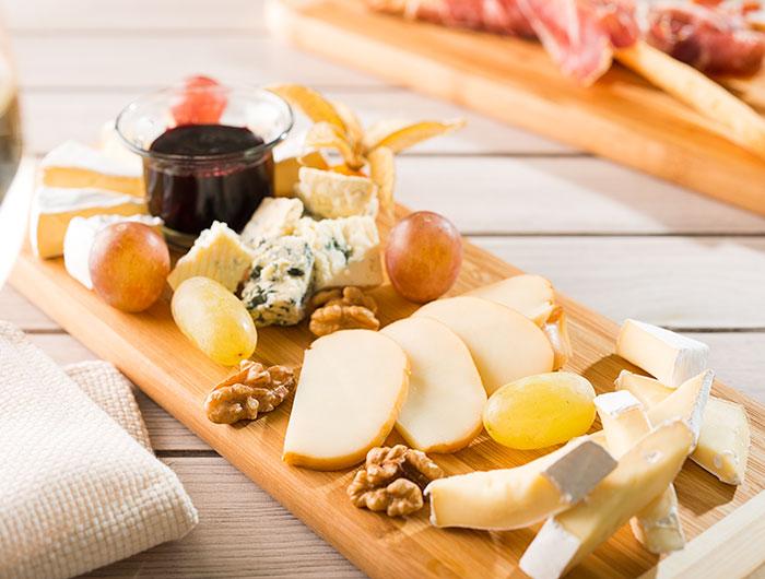Тарелка французских сыров-Бальнео Отель Свети Спас Велинград