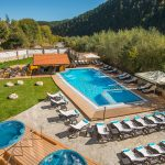 Аkvatonicheskiy otkrytyy basseyn so vstroyennym barom-Открытым акватоническим бассейном со встроенным баром в отеле Свети Спас Велинград